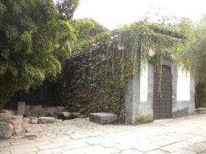 Three famed springs in Wanzhu Yuan